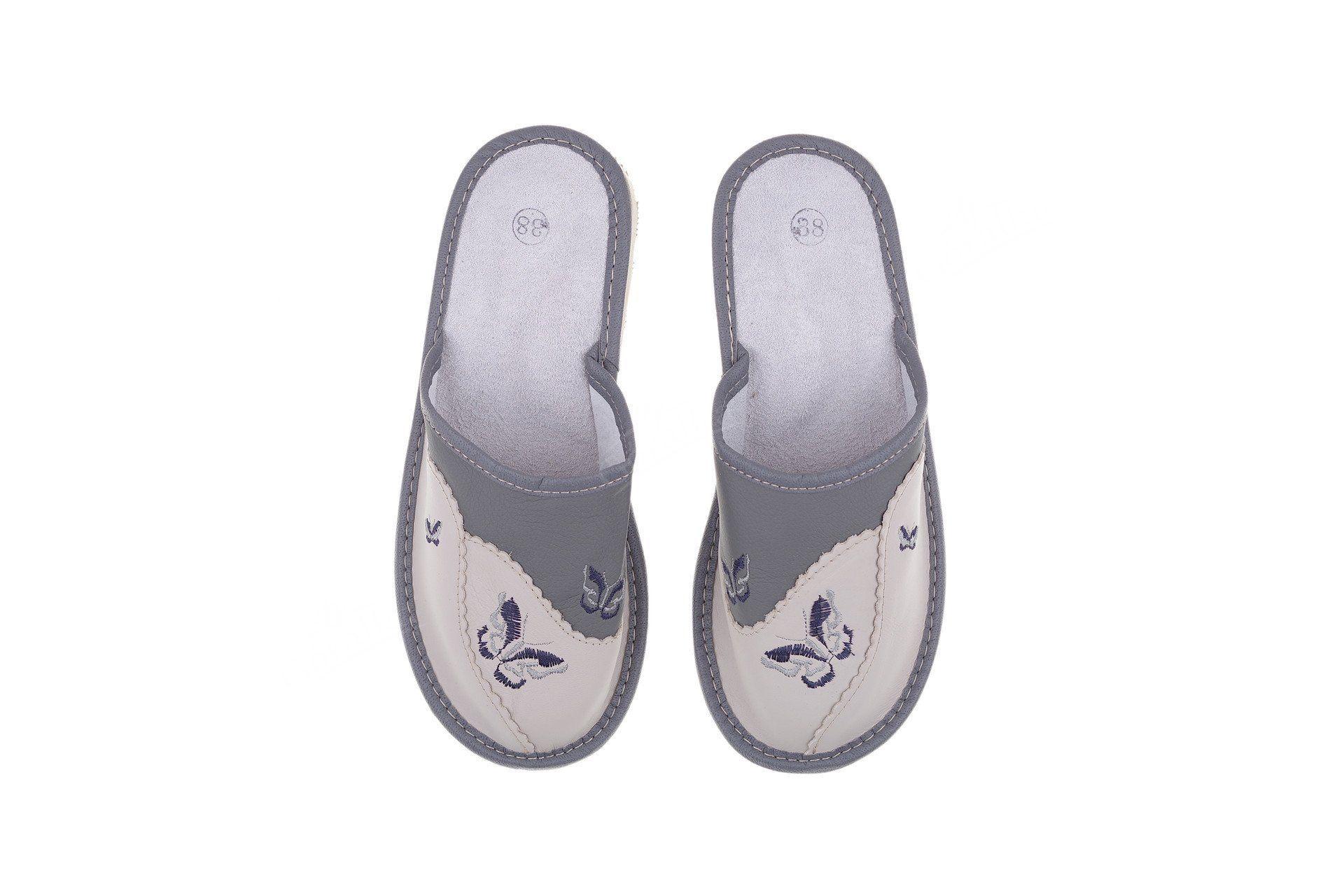 Pantofle skórzane kryte profilowane szare z motylkiem - Góralka e9aa8a3154