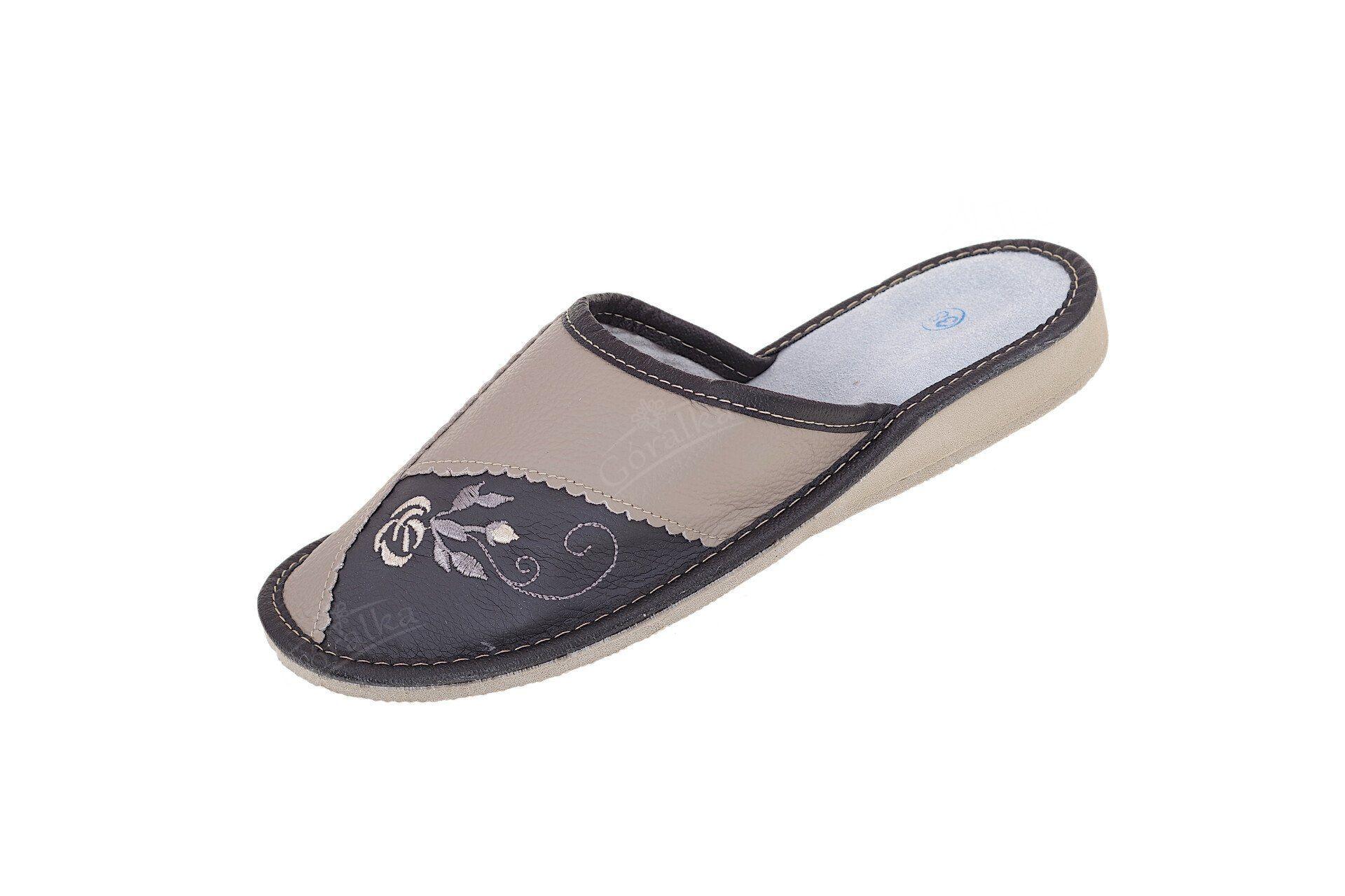 Pantofle skórzane kryte profilowane beżowo-szare - Góralka 511f44d443