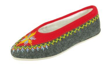 Pantofle regionalne bambosze góralskie filcowe rękodzieło grafitowo-czerwone