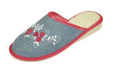 Pantofle ocieplane wełną na klinie jeansowe