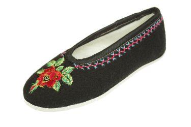 Pantofle regionalne bambosze góralskie filcowe czarne z różą