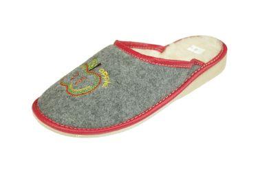 Pantofle filcowe ocieplane na klinie z haftem jabłuszko