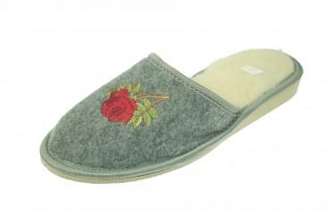 Pantofle filcowe ocieplane wełną naturalną z różą