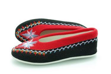 Pantofle regionalne bambosze góralskie filcowe rękodzieło czarne