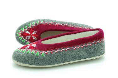 Pantofle regionalne bambosze góralskie filcowe rękodzieło szaro-bordowe