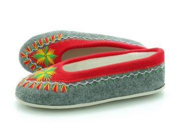Pantofle regionalne bambosze góralskie filcowe rękodzieło szaro-czerwone
